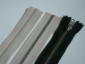 ファスナー種類/左:コイルファスナー 中:エクセラファスナー 右:普通の金属ファスナー